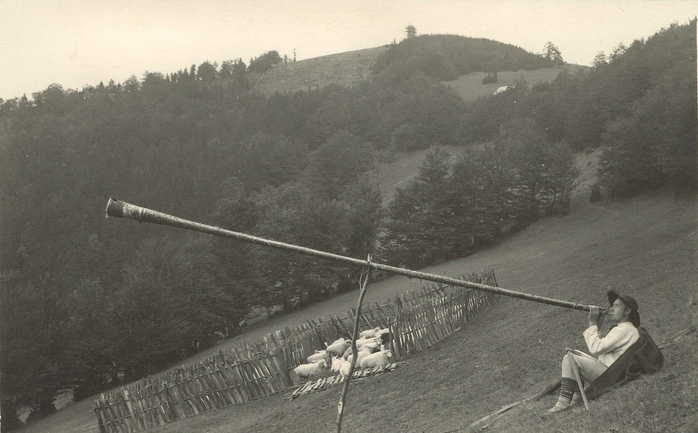 Pastýř s fujarou pod Kozubovou, r. 1937